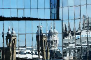 Fassade aus Spiegelglas