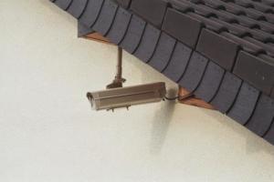 Durch Sicherheitstechnik am Haus können Einbrüche verhindert werden