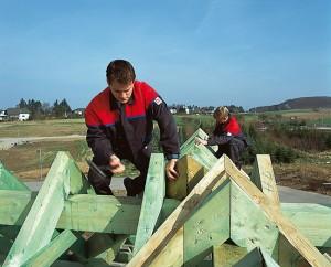 Dachdecker Ausbildung: ein Beruf bei dem es hoch hinaus geht. © ZVDH