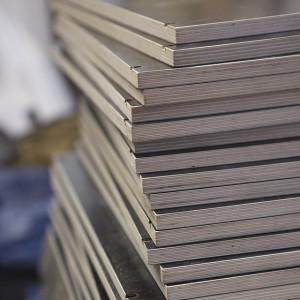 Im Schreinerhandwerk kommen die unterschiedlichsten Materialien zum Einsatz, beispielsweise Multiplex Platten.