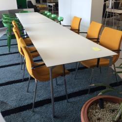 Konferens- Matsalsbord från Karl Andersson & Söner.  Bordsskivan är av trälamell med vit laminat. Modellen heter Trippo. Mått: L 240 x B 85 cm. Tungt bord.
