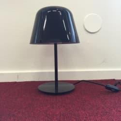 Exklusiv och stilig bordslampa från italienska Leucos. Modellen heter Ayers T19. Svart.