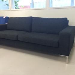 2,5-sitssoffa från IRE möbler. Modellen heter Infini Grande. mått: L216 x H80 x D 90cm. Grafitgrå.