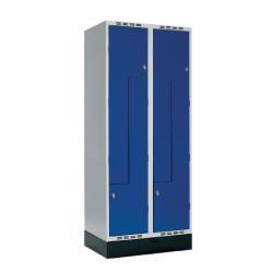 Nu har vi fått hem ett parti helt nya skolskåp. Z-skåpet som är ett skåp med fyra fack/dörrar. Blå dörr med hasp för hänglås. Mått: H180xB80xD55 cm