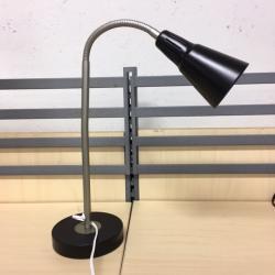 Skrivbordslampa från Ikea. Svart