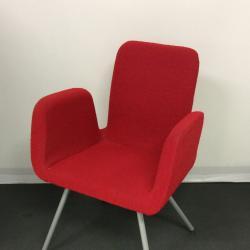 Konferensstol Patrik från Ikea.  Finns i orange och röd.