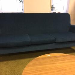 3-sits soffa från Skandiform. Avtagbar klädsel. Mått: L185xH88xD60. Färg: Ocean