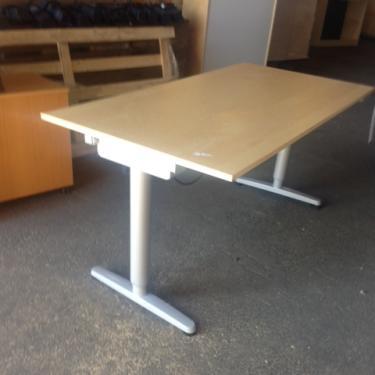 ikea galant el bord rak skrivbord garanti och i bra skick hos soeco. Black Bedroom Furniture Sets. Home Design Ideas