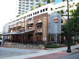 Gordon_Biersch_Brewery_Restaurant,_Midtown_Atlanta_GA