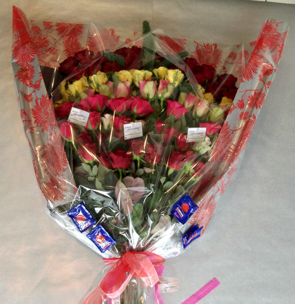 Mixed colored roses in wooden pot 21 stems