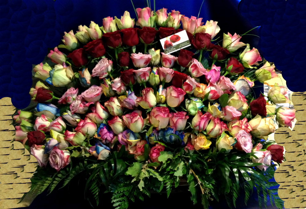 Roses 100  Very Exclusive  Basket
