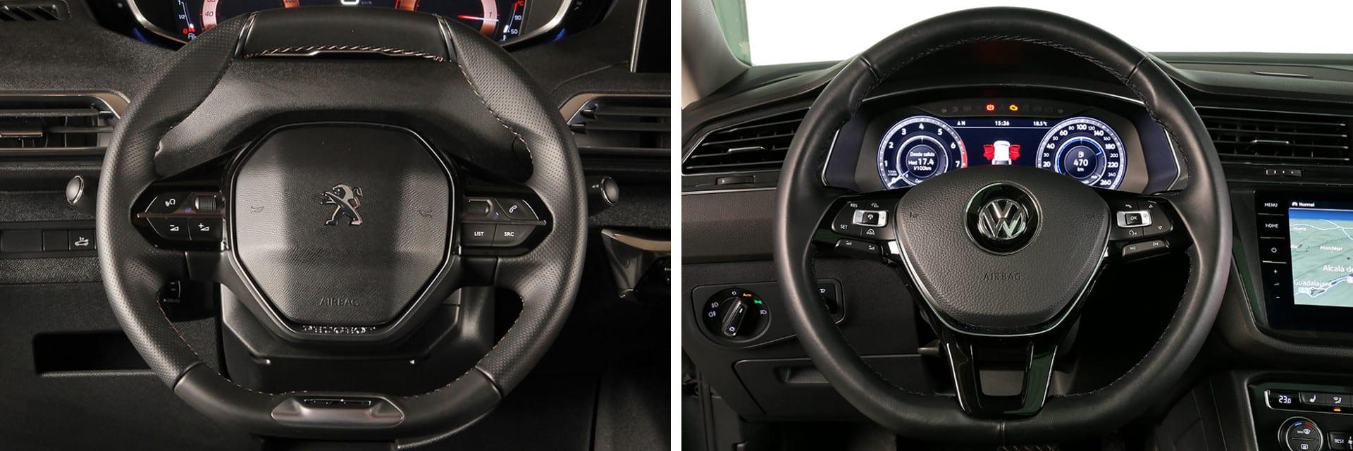 El volante del Peugeot 5008 (izq.) es más pequeño, además de achatado en la parte superior e inferior, en comaparación a la del Volkswagen (dcha.)