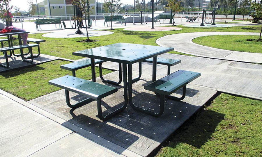 Bancas para parques bancas urbanas inoplay for Mesas y sillas de plastico para jardin
