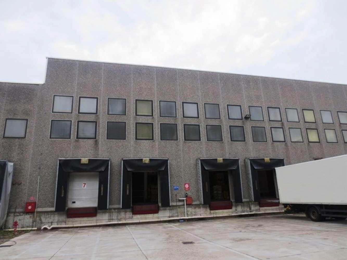 Magazzini industriali e logistici Cornaredo, 20010 - Cornaredo Warehouse