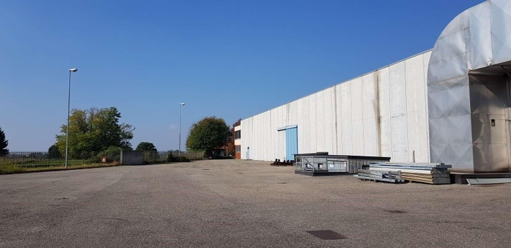 Magazzini industriali e logistici Capiago intimiano, 22070 - Capiago Intimiano