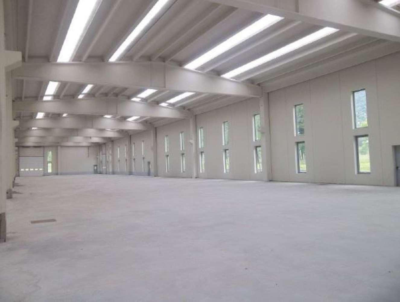 Magazzini industriali e logistici Issogne, 11020 - Capannoni logistici e uffici Aosta