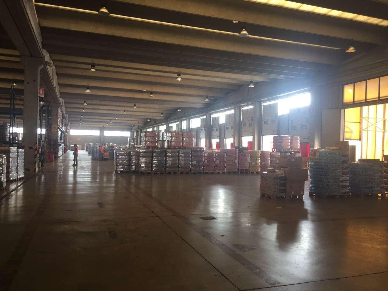 Magazzini industriali e logistici Milano, 20090 - Buccinasco - 8899737