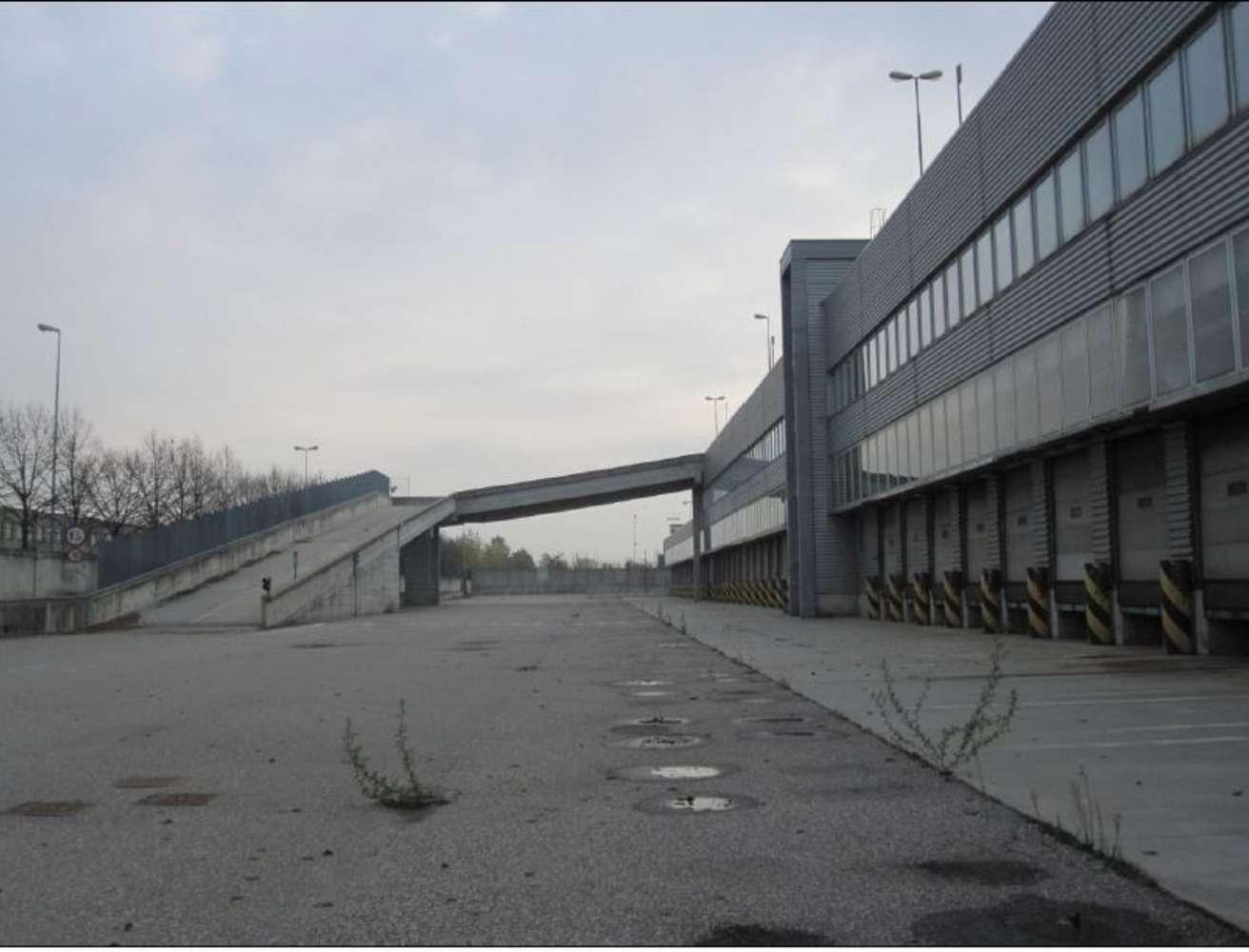 Magazzini industriali e logistici Arluno, 20010 - Arluno Warehouse - 9134653
