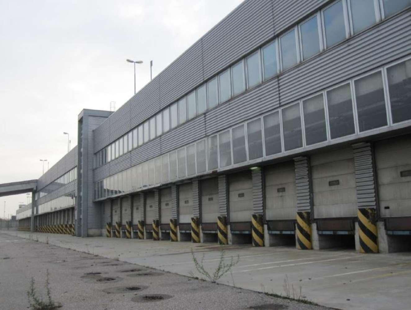 Magazzini industriali e logistici Arluno, 20010 - Arluno Warehouse - 9134654