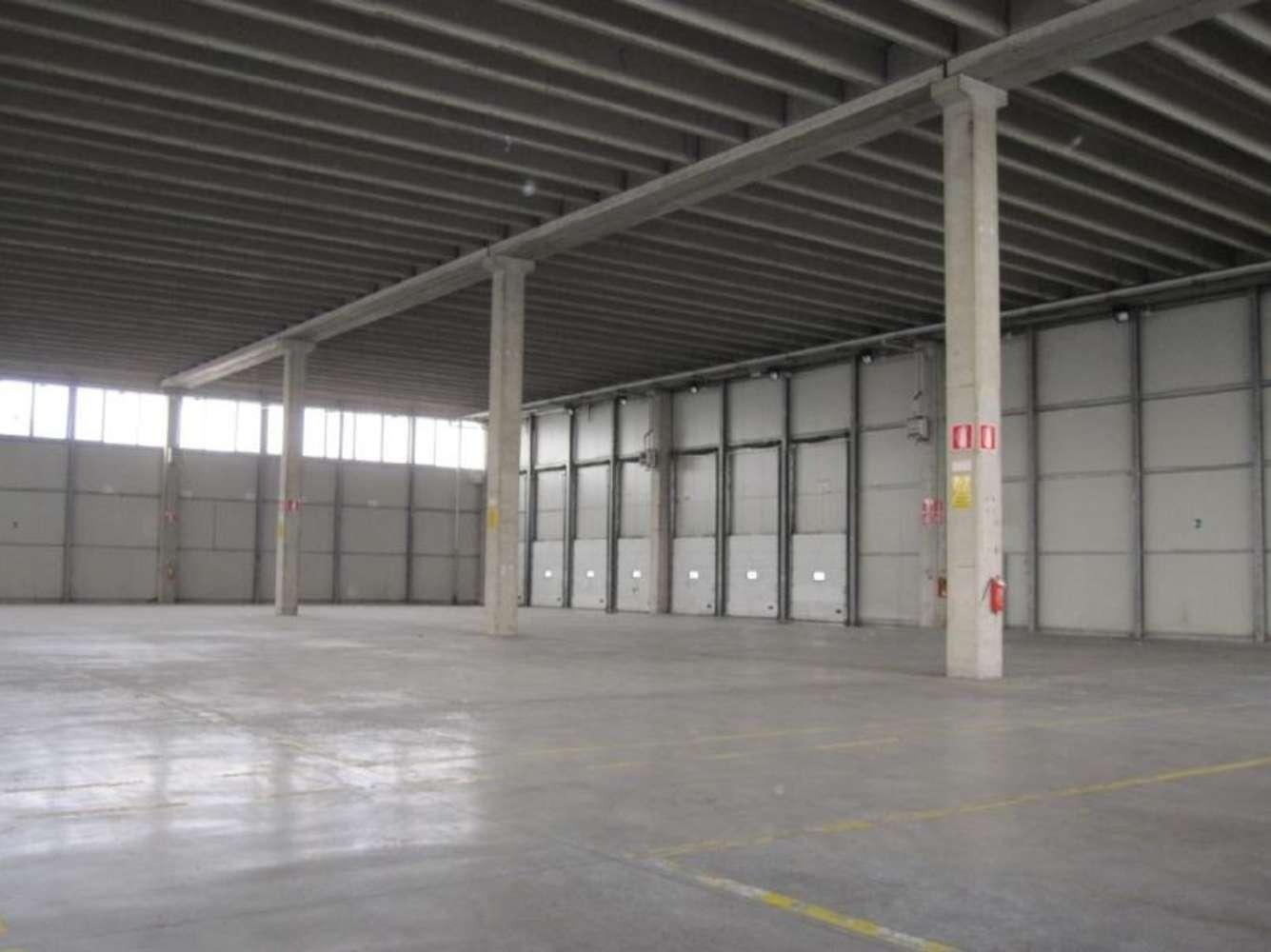 Magazzini industriali e logistici Arluno, 20010 - Arluno Warehouse - 9134655