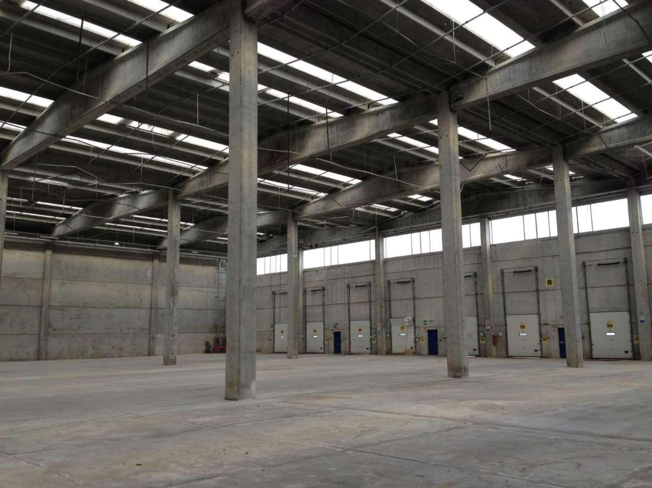 Magazzini industriali e logistici Soresina, 26015 - Soresina