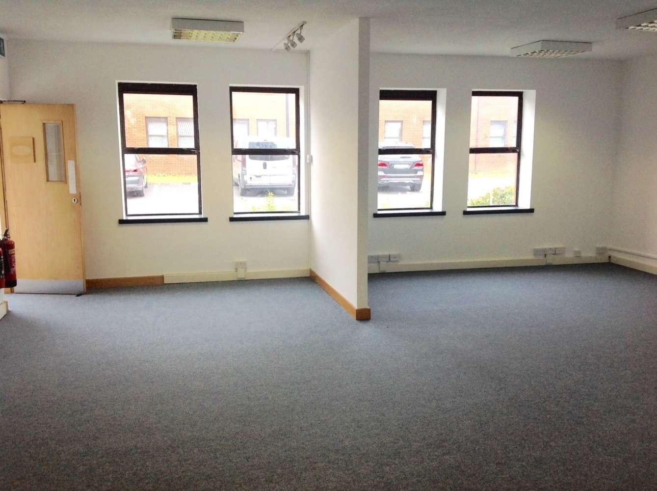 Office Dublin 9, D09 YX84 - Airvista Office Park - 9865499