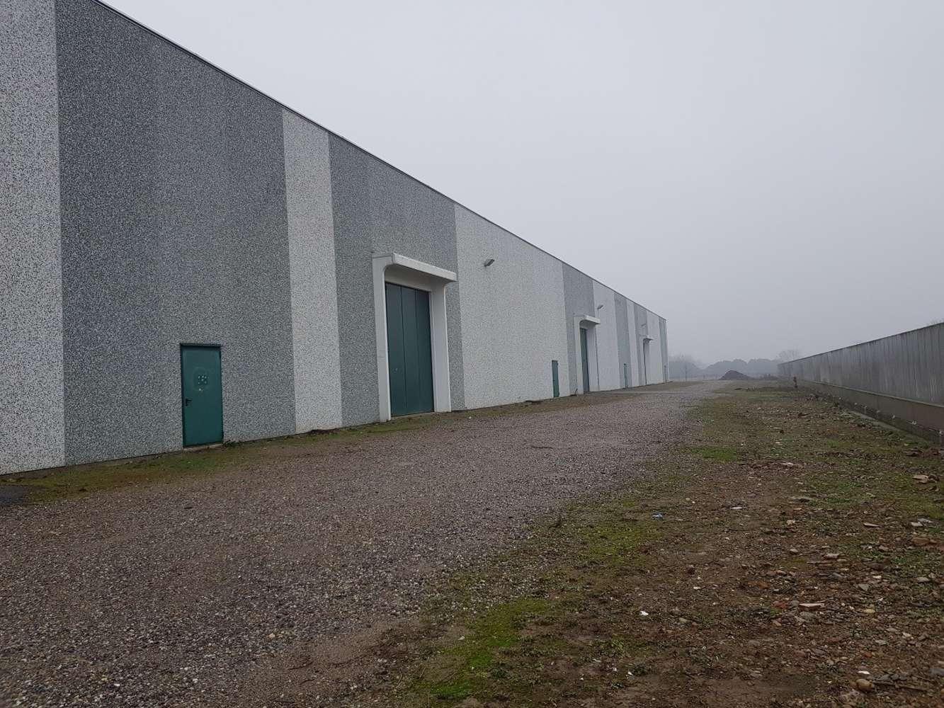 Magazzini industriali e logistici Fino mornasco, 22073 - Como - Fino Mornasco