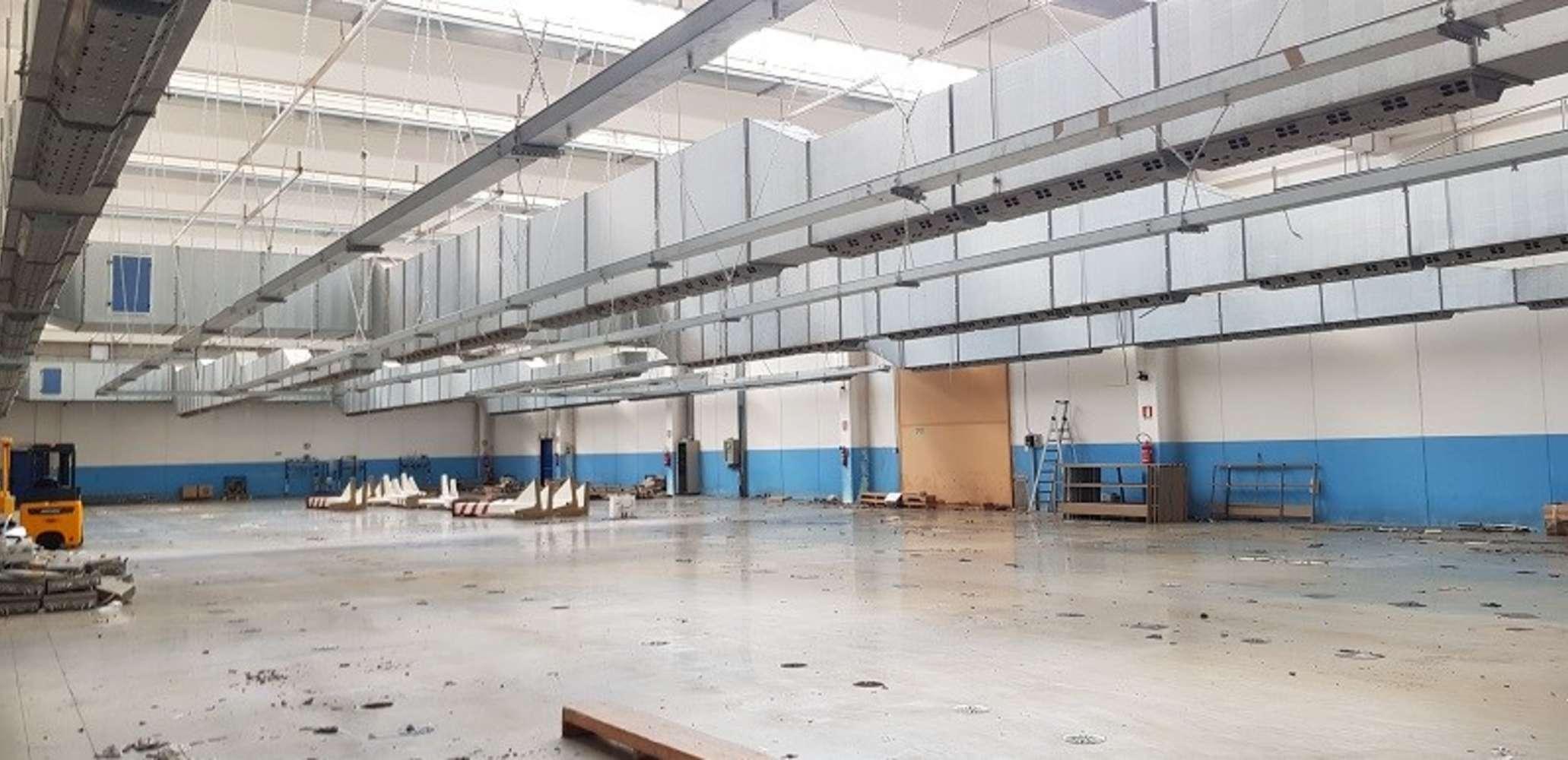 Magazzini industriali e logistici Capiago intimiano, 22070 - Capiago Intimiano - 9922491