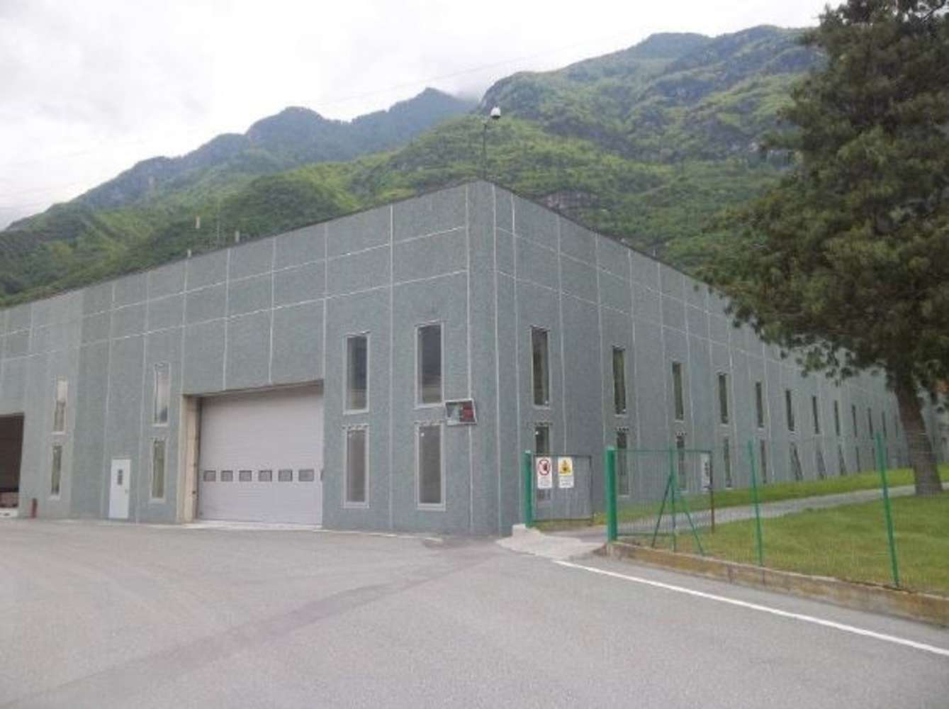 Magazzini industriali e logistici Issogne, 11020 - Capannoni logistici e uffici Aosta - 10033597