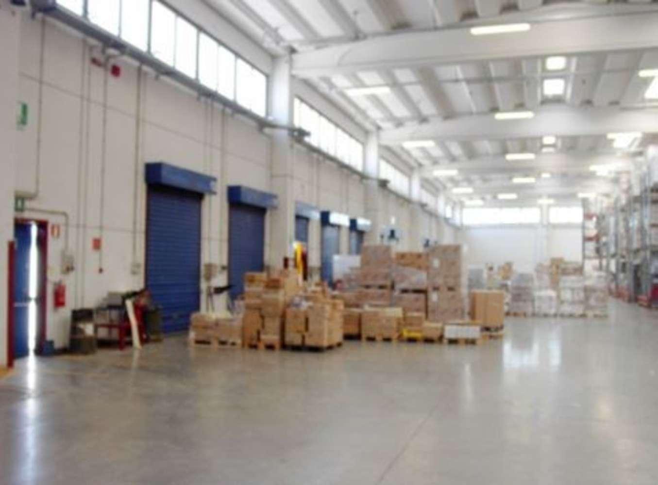 Magazzini industriali e logistici Seano, 59011 - Prato - 10038175