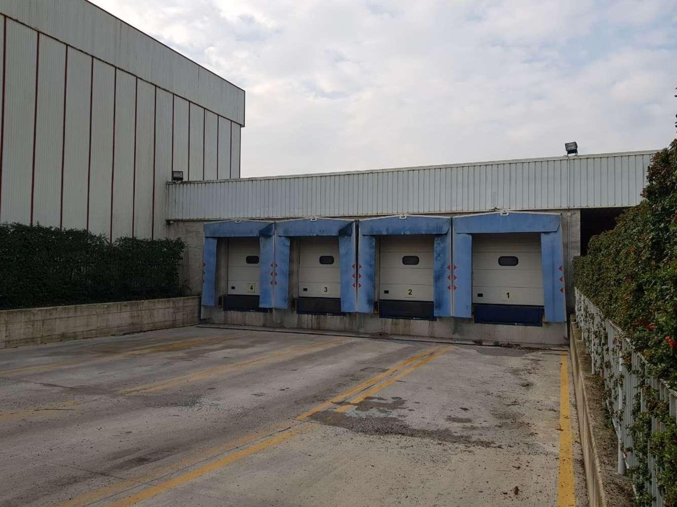 Magazzini industriali e logistici Vedano al lambro, 20854 - Vedano al Lambro - 10077082