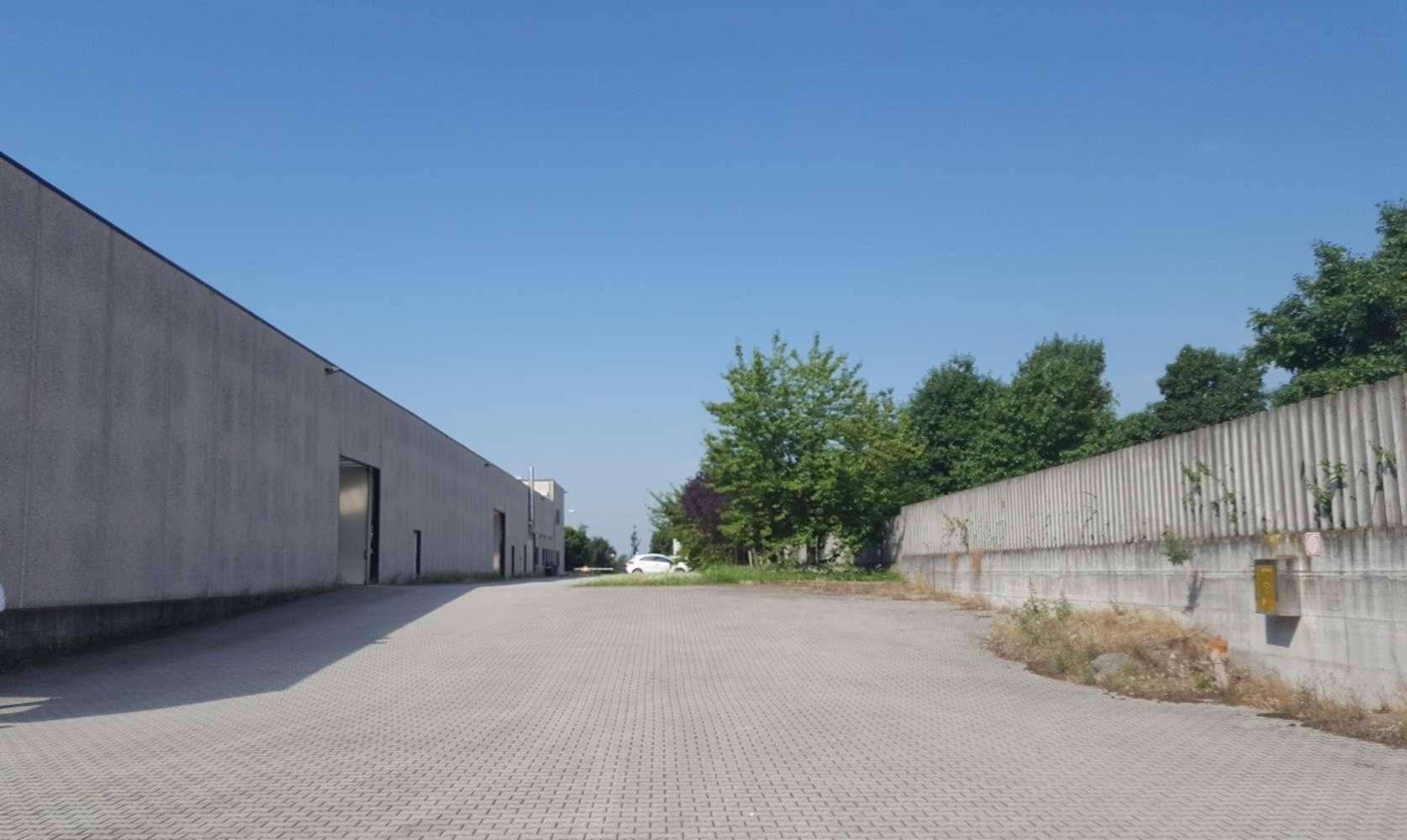 Magazzini industriali e logistici Sacconago, 21052 - Busto Arsizio - 10077092