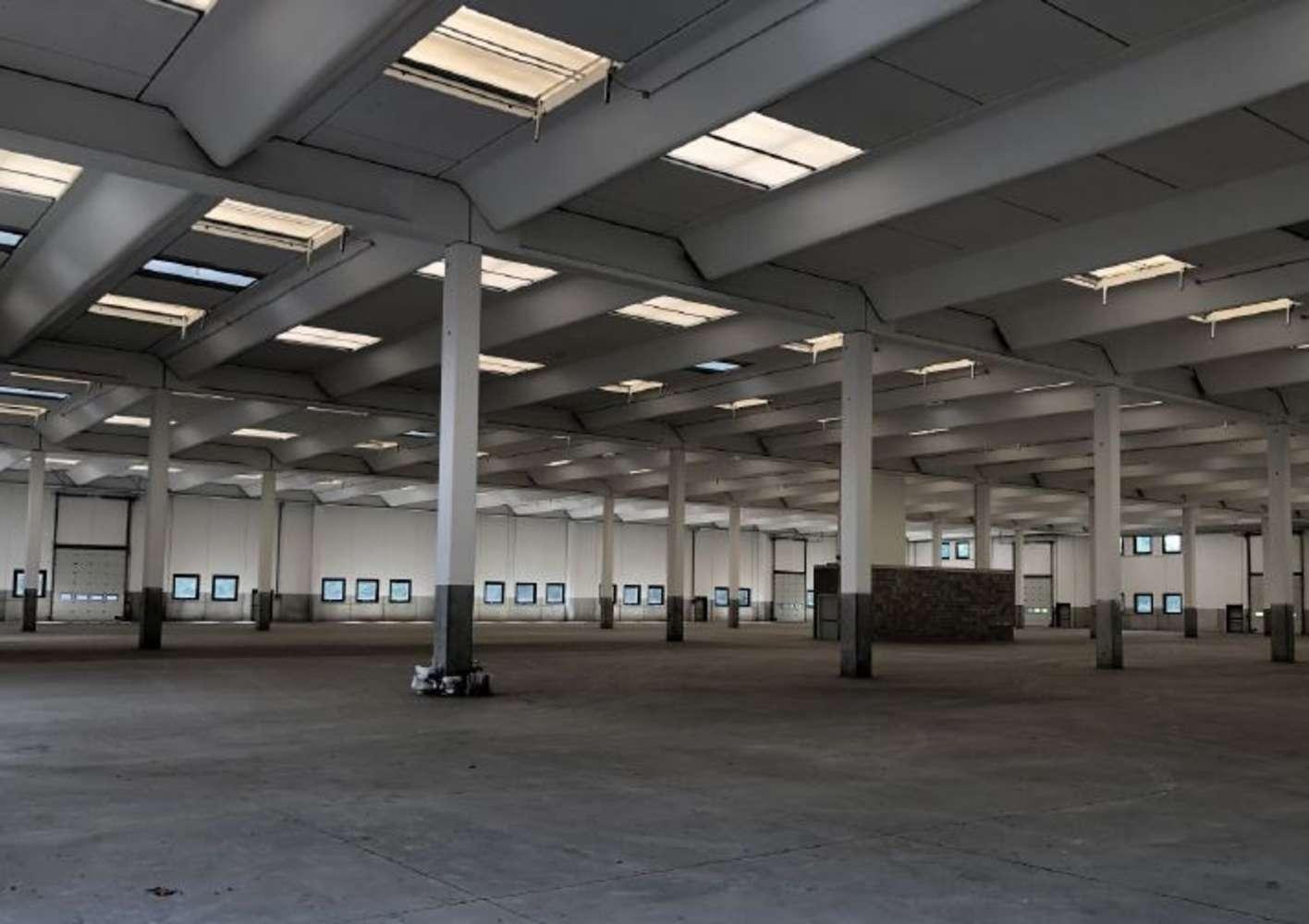 Magazzini industriali e logistici Buguggiate, 21020 - Buguggiate - 10810295