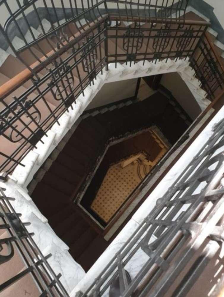 Ufficio Roma, 00187 - Traforo 146