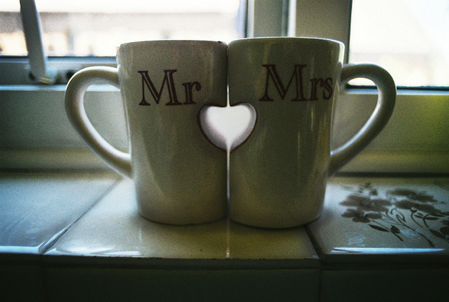 source: http://alexanevents.com/blog/index.php/2012/01/05/great-finds-mr-and-mrs-for-the-home/
