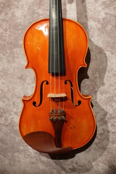Antonio Strad Violin (1)