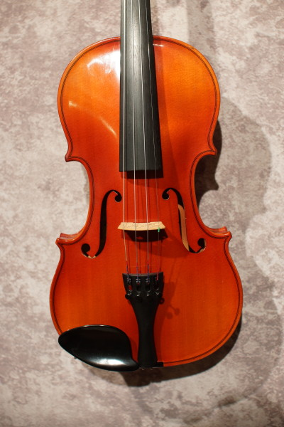 Suzuki 220 Violin (1)