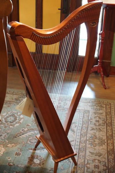 Dusty Strings Crescendo Full Lever Harp (6)