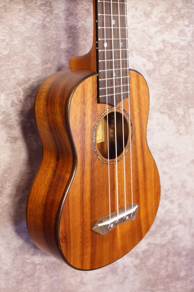 Kumu Soprano Long Neck Ukulele SQ34 (1)