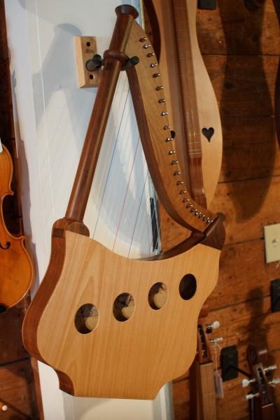 Roosebeck Lute Harp (2)