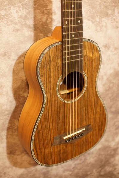 Amahi UK220G Travel Guitar (1)