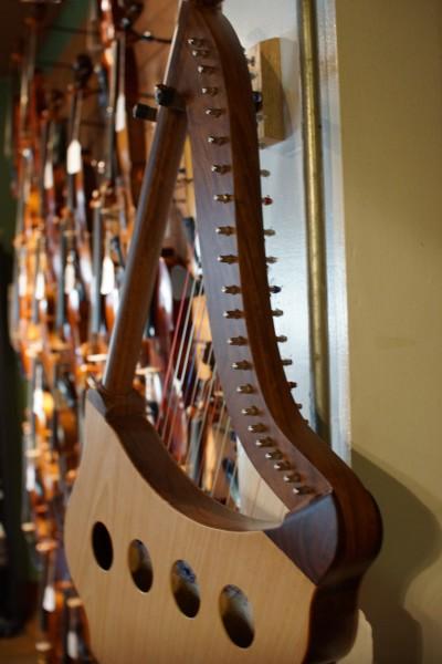 Roosebeck Lute Harp (4)