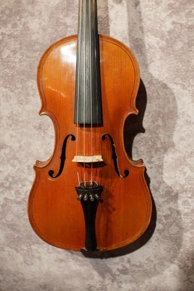 Caspar de Salo Violin, w/case (1)