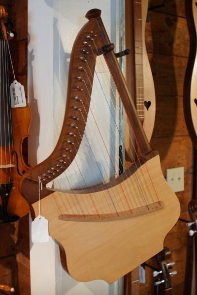 Roosebeck Lute Harp (1)