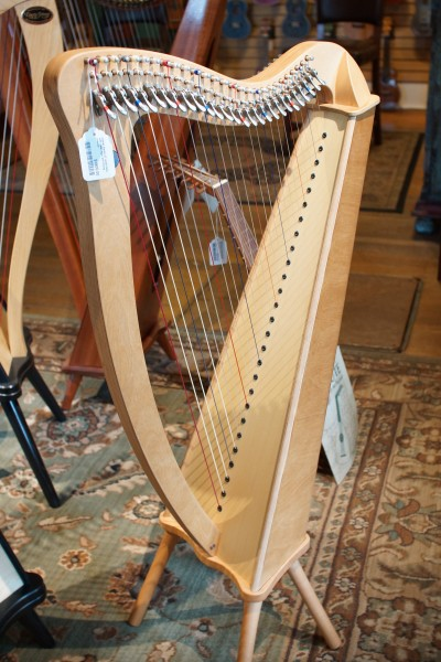 Used Camac Bardic 27 Lever Harp (1)