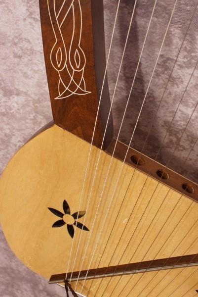 Roosebeck Lyre Harp (3)