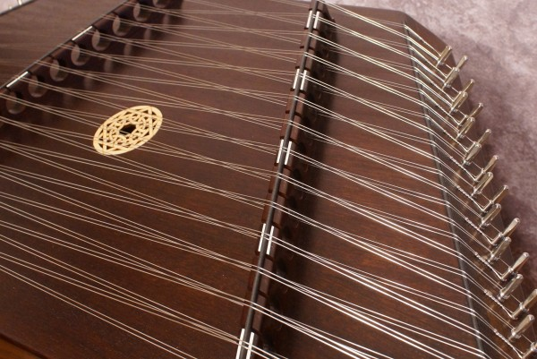Masterworks Pioneer Hammered Dulcimer Package (Sapele Option) (5)