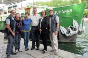 Guests and crew of hotel ship Johanna in Paris at the end of a pleasant barge cruise