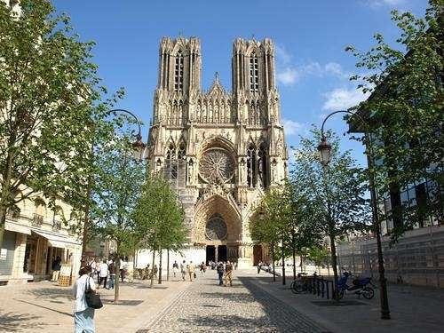 Fabulous cathedral notre dame in reims with epernay code for Reims code postal