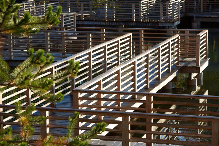 zig zag bridge at Frederik Meijer Gardens